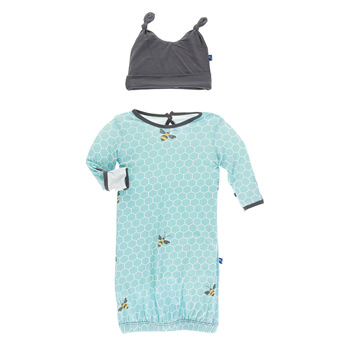 Print Layette Gown & Double Knot Hat Set in Glacier Honeycomb