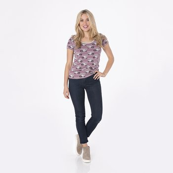 Print Short Sleeve Scoop Neck Tee in Raisin Tractor and Grass