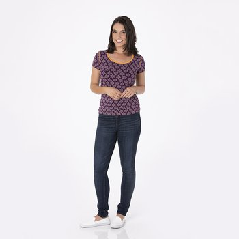 Print Short Sleeve Scoop Neck Tee in Wine Grapes Saffron