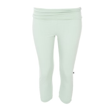 Solid Women's Performance 3/4 Legging in Aloe